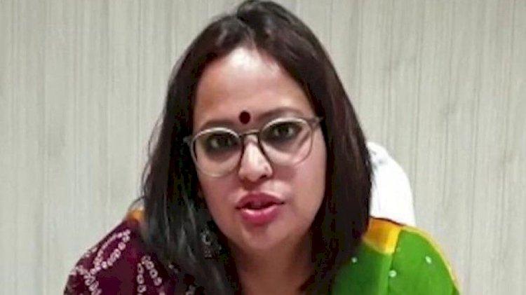 खंडवा की महिला कलेक्टर ने साहस दिखाते हुए ज़िले में शराब बेचने से इनकार कर दिया