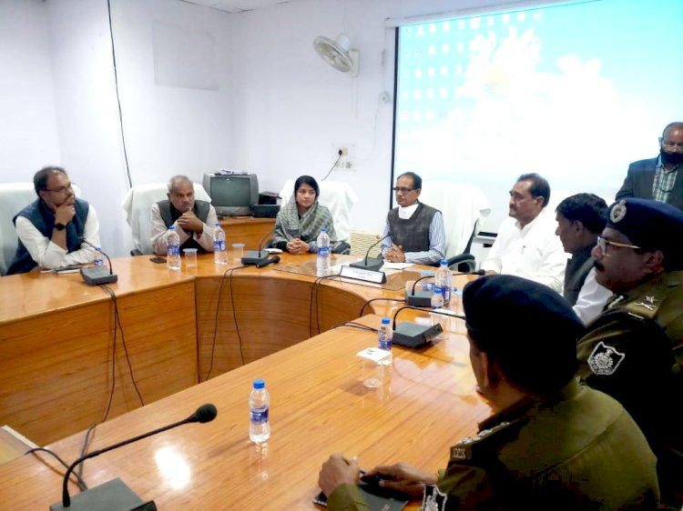 सीधी बस हादसे में मुख्यमंत्री ने एमपीआरडीसी के डीएम, एजीएम, मैनेजर और परिवहन अधिकारी को निलंबित करने के दिए निर्देश