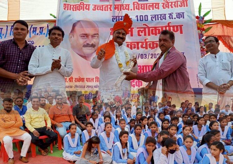 केवलारी विधायक राकेश पाल सिंह केवलारी विधानसभा के विभिन्न क्षेत्रों में सामाजिक,धार्मिक,तथा लोकार्पण के कार्यों में शामिल हुये