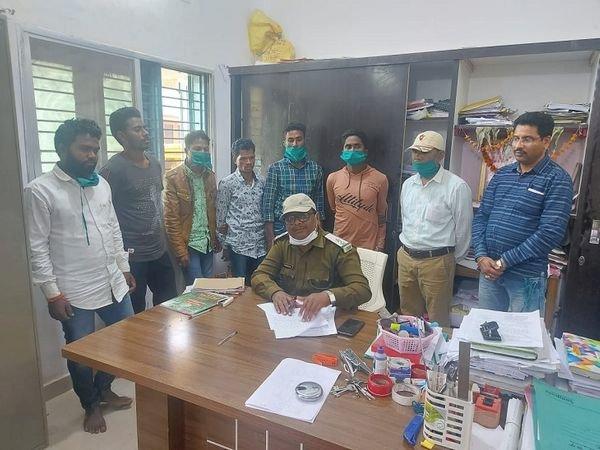 बाघ की खाल के साथ 8 गिरफ्तार, पकड़े गए आरोपियों में पुलिसकर्मी और स्वास्थ्यकर्मी शामिल