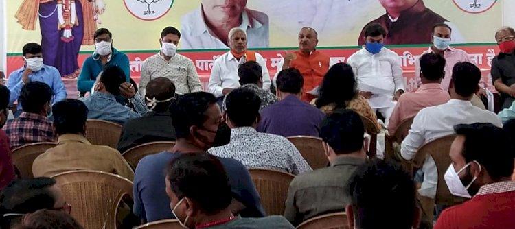 भाजपा सरकार के एक वर्ष पूर्ण होने पर भाजपा के वरिष्ठ नेताओ ने प्रेसवार्ता के दौरान पत्रकारों से चर्चा की