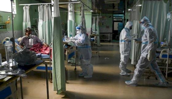 दिल्ली में ब्लैक फंगस का कहर, मैक्स हॉस्पिटल एम्स में 45 केस, एक मरीज की गई जान