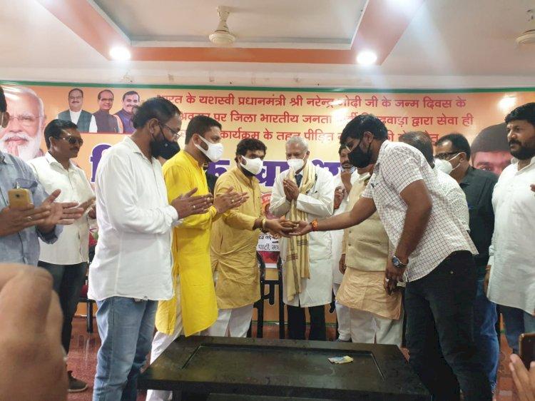 मोदी जी के जन्म दिवस पर भाजपा कार्यालय छिंदवाड़ा में हुआ 1156 मरीजों कानिशुल्कईलाज